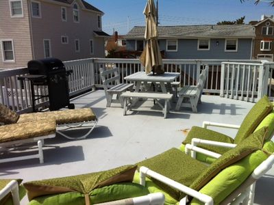 Private 26'x16' 2nd Flr Deck w/ Grill, Patio Furniture and Picnic Table Seats 8