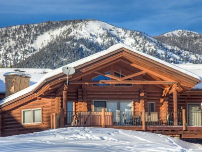 LAST MINUTE SPECIAL! Cozy Log Cabin, Stunning Views, Hot Tub, Close to Everythin
