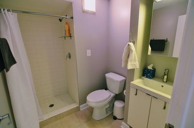 Full bathroom at entrance of apartment.