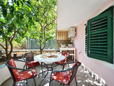 Photo for Romantic green garden, two bedrooms, grill, parking, 250 m to the pebble beach