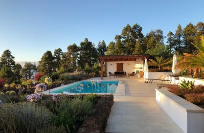 Photo for Beautiful property with lots of charm and comfort - heated private pool