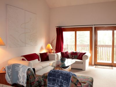Photo for 3 BR/2.5 BA Silverthorne Condo - Sleeps 8-10 (CLOSE TO ALL THE SUMMIT RESORTS!)