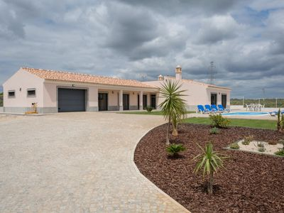Photo for 3 bedroom Villa, sleeps 8 in Aivados e Fontes with Pool, Air Con and WiFi