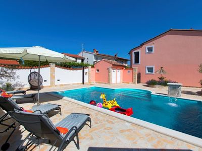 Photo for Holiday house with large pool, very quiet area and only 2.5 km from Arena