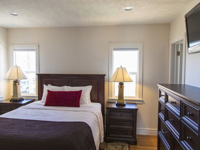 Perfect for couples! Cozy condo, right in town.