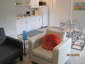 New Guesthouse! 15-Minute Walk to Town; Gorgeous, Stylish, Bright, Quiet, Clean!