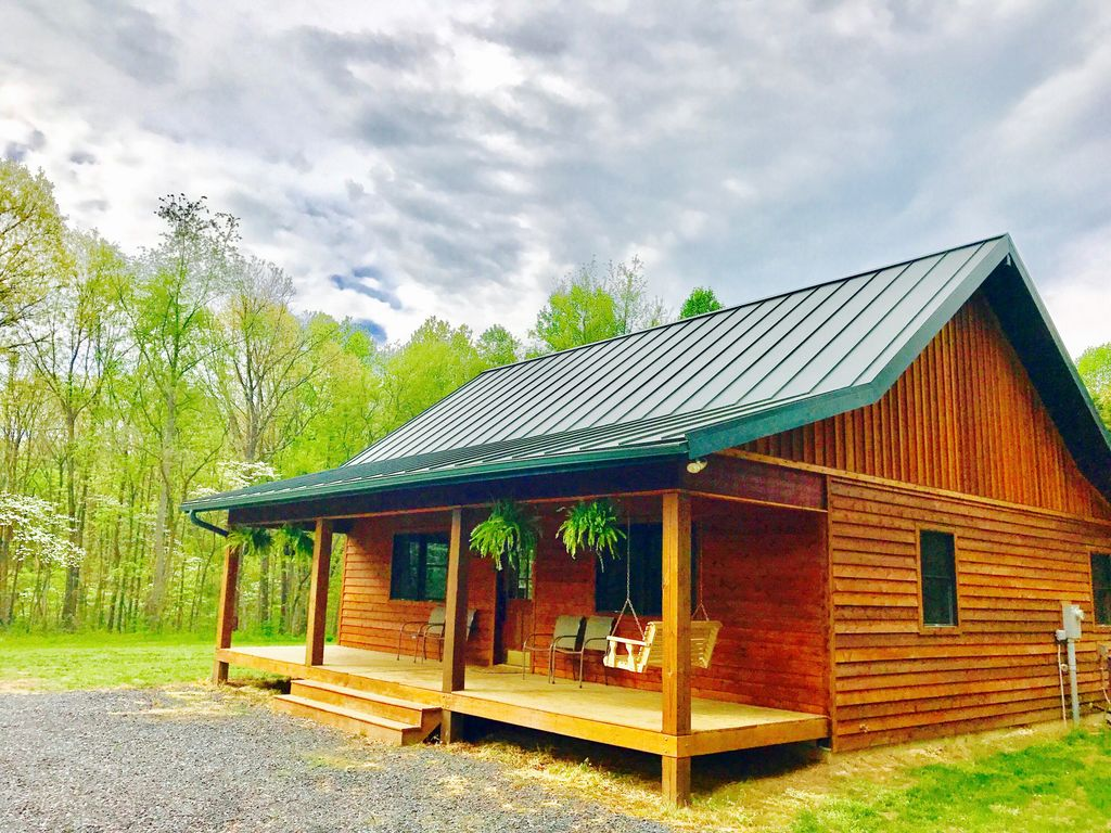 Secluded cabin near luray 20 off midweek hottub wifi for Cabin rentals near luray va