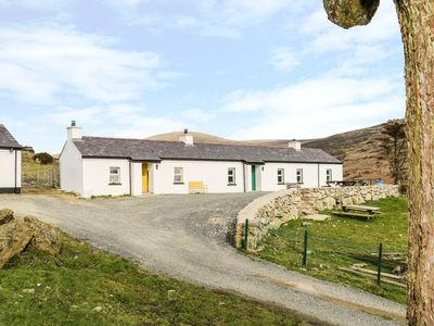 Photo for MARY LARKIN'S COTTAGE, pet friendly in Rostrevor, Ref 980017