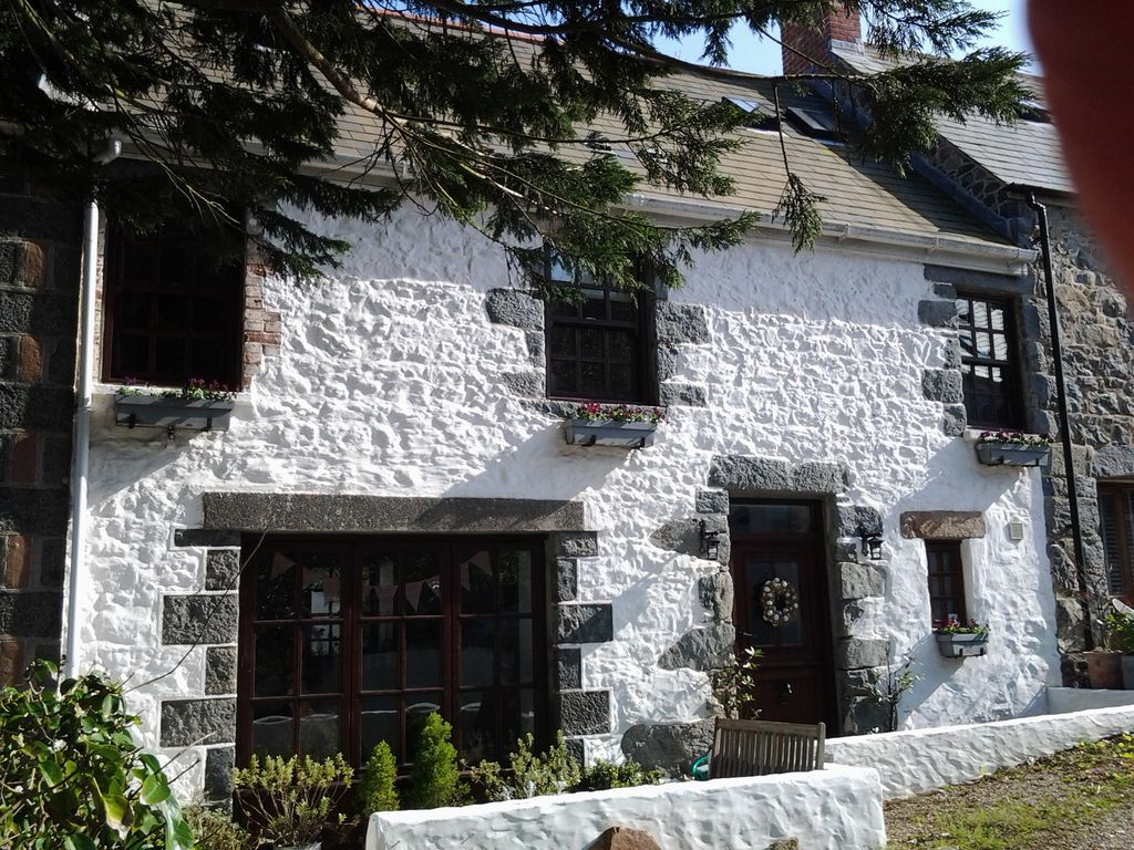 Charming seaside cottage close to sandy beach and stunning cliffs Photo 1