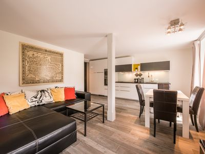 Photo for West facing 1 bedroom ground floor apartment with separate living room & kitchen