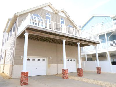 Only a 1/2 block to the beach and Promenade; close to middle of town. Off street parking and private fenced in rear yard.