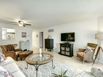 Photo for I love this place! New vacation rental in Harbour Oaks-Beautifully remodeled.