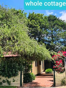 VERY QUIET LOCATION ABELIA COTTAGES OF DAYLESFORD BOTANICAL