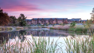 Photo for 1 BR Deluxe at Glacier Canyon- Free Waterpark Passes, Game Room, Pools, FUN!