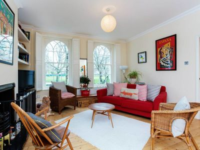 Photo for Open 2 BR apartment in East London. 15 mins to Shoredtich (Veeve)