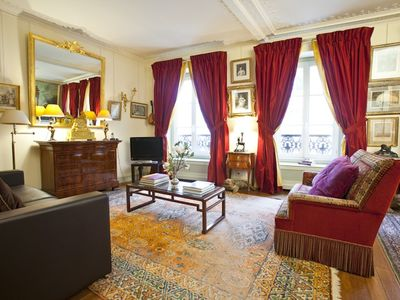 Photo for Luxury, Elegance & Champagne in the heart of the Champs-Elysées (85m2 - 915 ft2)