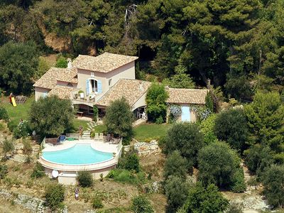 Photo for Magnificent Provencal villa with infinity pool and 360° panoramic view