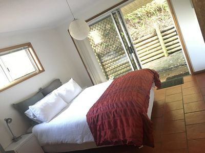 Luxury QS bedroom opening onto Bouddi National Park,  private ensuite adjoining