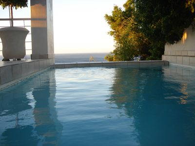 Photo for Prime position! Close to Clifton & Camps Bay Beaches, Cape Town City Centre.