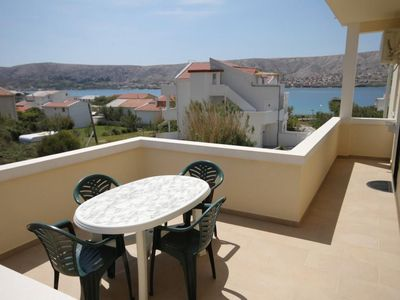 Photo for Two bedroom apartment with terrace and sea view Pag