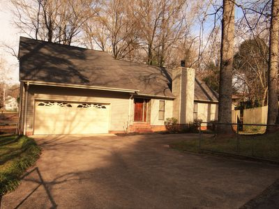 Executive home minutes to downtown Greenville, GHS, Swamp Rabbit Trail Sleeps 10