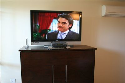 47in LCD HDTV w/HD Cable in Living Room