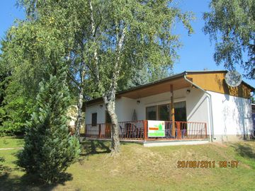 Comfortable holiday home at the Zeulenroda / bungalow village Zadelsdorf.