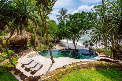 Swimming pool, perched above the beach.