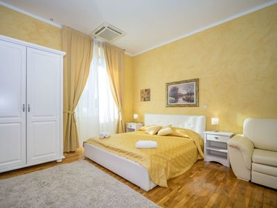 Photo for Cosy apartment for 2 people with WIFI, A/C, TV, pets allowed and parking