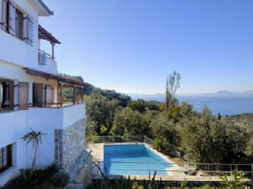 Authentic villa with garden, private swimming pool and great sea view.