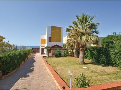 Photo for HOLIDAY HOUSE WILL WEDGE DIRECTLY ON THE SEA