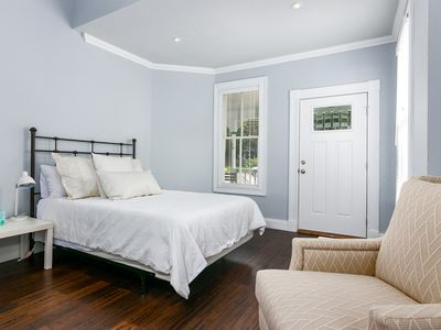 Photo for 💋Luxury 1BR/1BA Suite Steps to St Marys St; walk to Pearl; Romantic Getaway