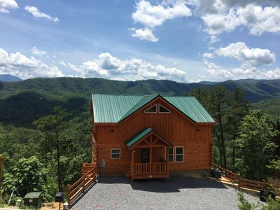 Brand new luxury cabin with panoramic mountain views!
