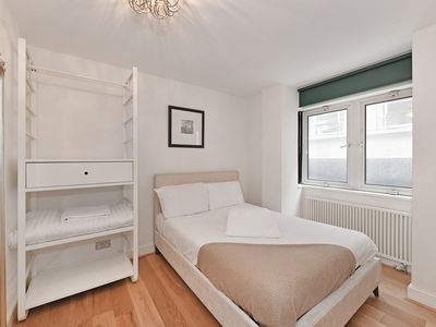 Photo for Modern apartment with kitchen and living room close to Piccadilly Circus