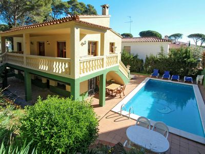 Photo for 5 bedroom Villa, sleeps 10 with Pool and Walk to Beach & Shops