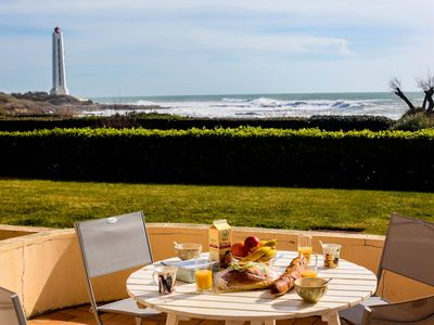 Photo for Le Sémaphore, nice seaview flat with a terrasse in front of the ocean