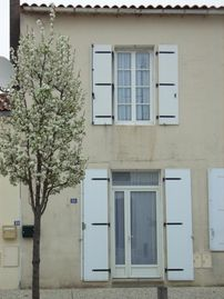 3 * listed house with private terrace 11kms from Royan and its sandy beaches