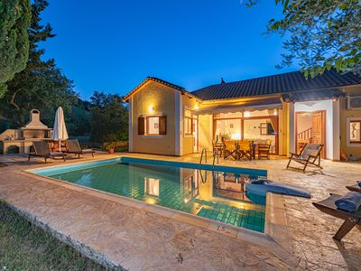 Photo for Villa for 6 with private pool 400 m from the sea