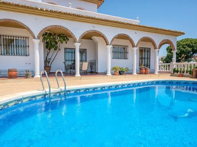 Villa Solea- Elegant Modern 6BR Villa. Stunning sea views, 5 mins Walk to the Beach. Air Con, Wifi.