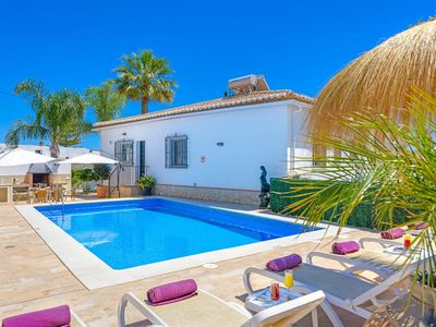 Photo for Modern 4 bedroom villa with BBQ, private pool, free Wi-Fi & air con