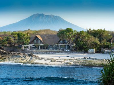Photo for Villa Voyage – beachfront in a tropical paradise of Nusa Lembongan