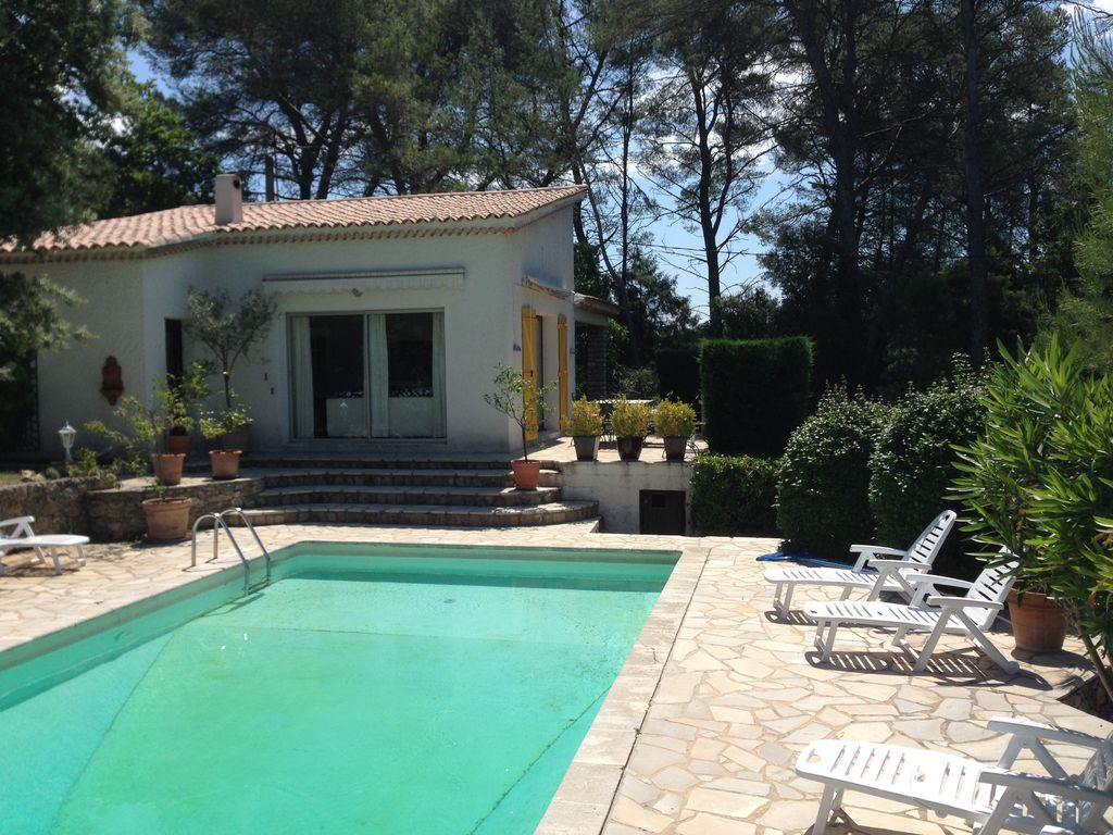 Holiday home provence charming pool house on the top of for Provence home