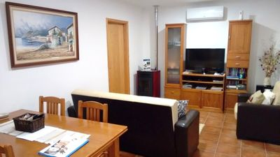 Comfortable lounge with cable TV, DVD player, free wi-fi internet & more!