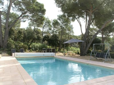Photo for Stylish villa with heated swimming pool close to the lovely L'Isle-sur-la-Sorgue