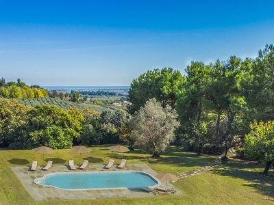 Photo for Elegant villa with pool 15 minutes from the beach of San Benedetto del Tronto