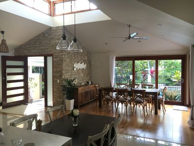 Main house: open plan dining area with view of pool