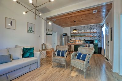 Book your Galveston getaway and stay at this cozy vacation rental cottage!
