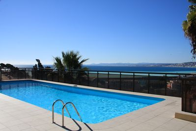 Pool overlooking La Baie des Anges