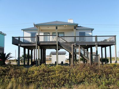 SharkyFin's - Beachfront home in quiet area!