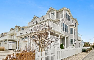 Photo for Beautiful townhome with 4 bedrooms and 3.5 baths.  Very close to beach
